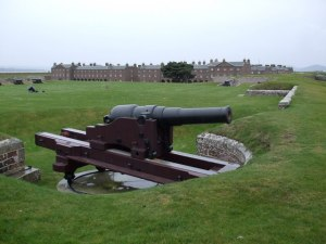 Photograph of the sole surviving 64 pounder 64 cwt Mk I rifled muzzle-loading gun, mounted on a replica carriage. At the Duke of Cumberland's bastion at Fort George, Inverness, Scotland.