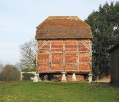 Staddle stone barn at Fairthorne Grange Farm, Curdridge