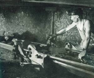 A miner hard at work in 1951  Source: Festival of Britain Guide, 1951 http://www.historyworld.co.uk/photo.php?id=1495&offset=0&sort=0&l1=&l2=