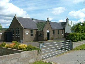 Milltown of Edinvillie Primary school   © Copyright Dave Fergusson and licensed for reuse under this Creative Commons Licence. Source: http://www.geograph.org.uk/photo/1968036