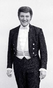 Liberace source wikicommons by Allan Warren